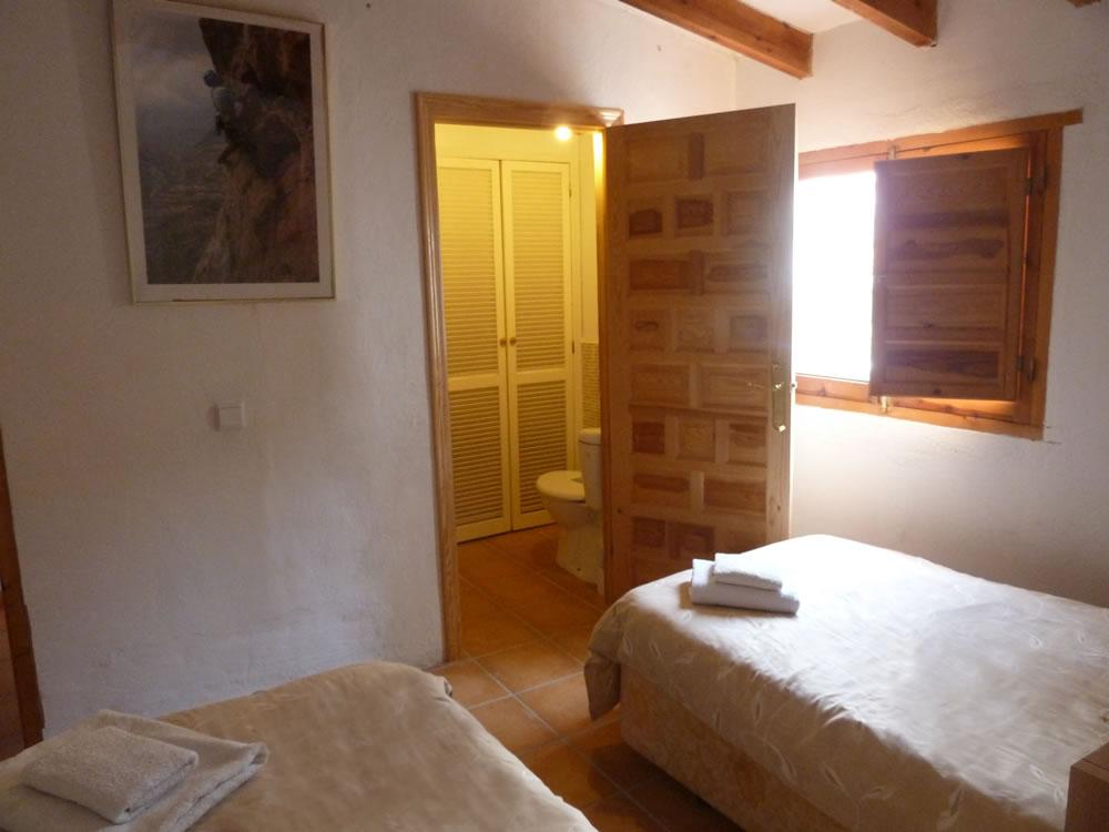 2nd Floor Twin Bedroom and Ensuite2